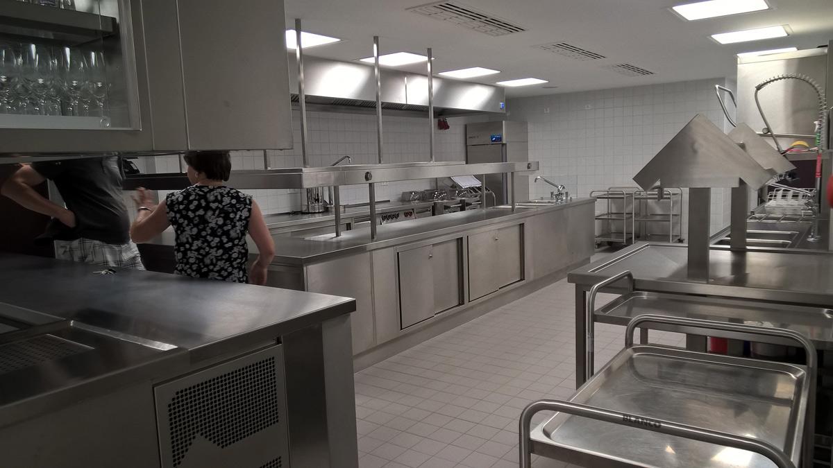 Moderne Großküche für Selbstnutzung oder Caterer