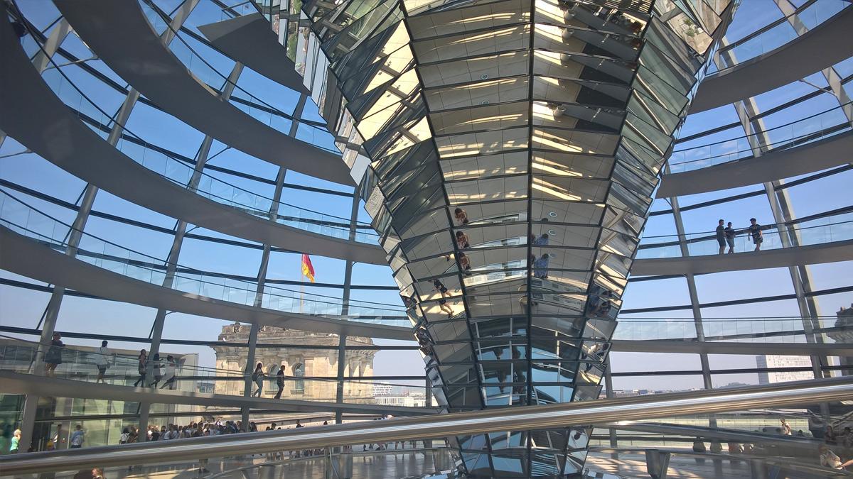Kuppel des Bundestagsgebäudes von innen
