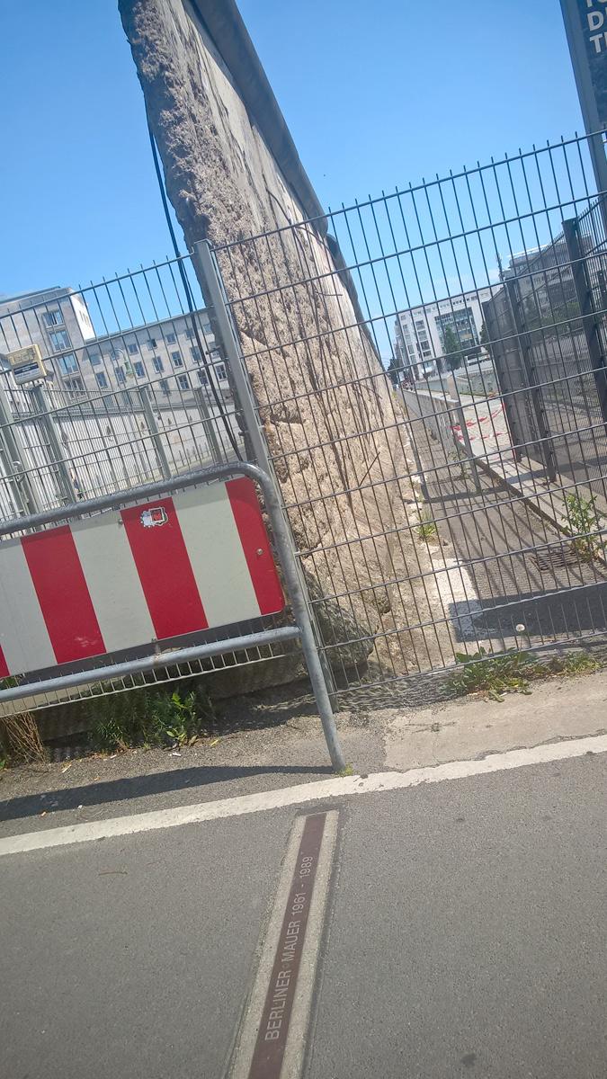 An den Resten der Berliner Mauer
